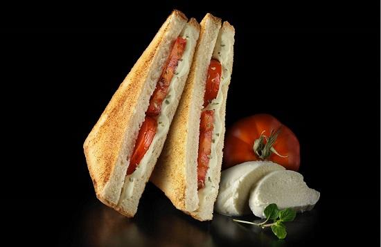 Sándwich de queso con anchoas Rodilla