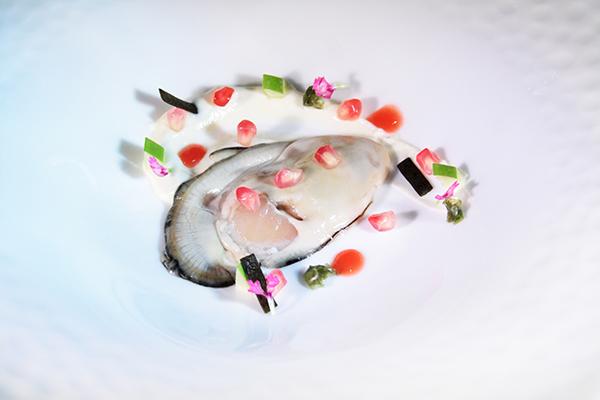 Ostra con granada, algas y coliflor, en El Retiro de Ricardo Sotres