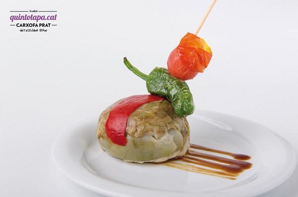 Carxofa Prat rellena de brandada de bacalao con salsa yakisoba, del Restaurante Sinfonía. Quintotapa 2016