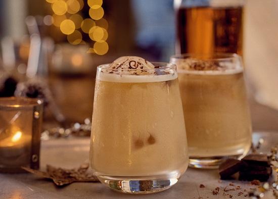 Cóctel con Bulleit Bourbon para Navidad